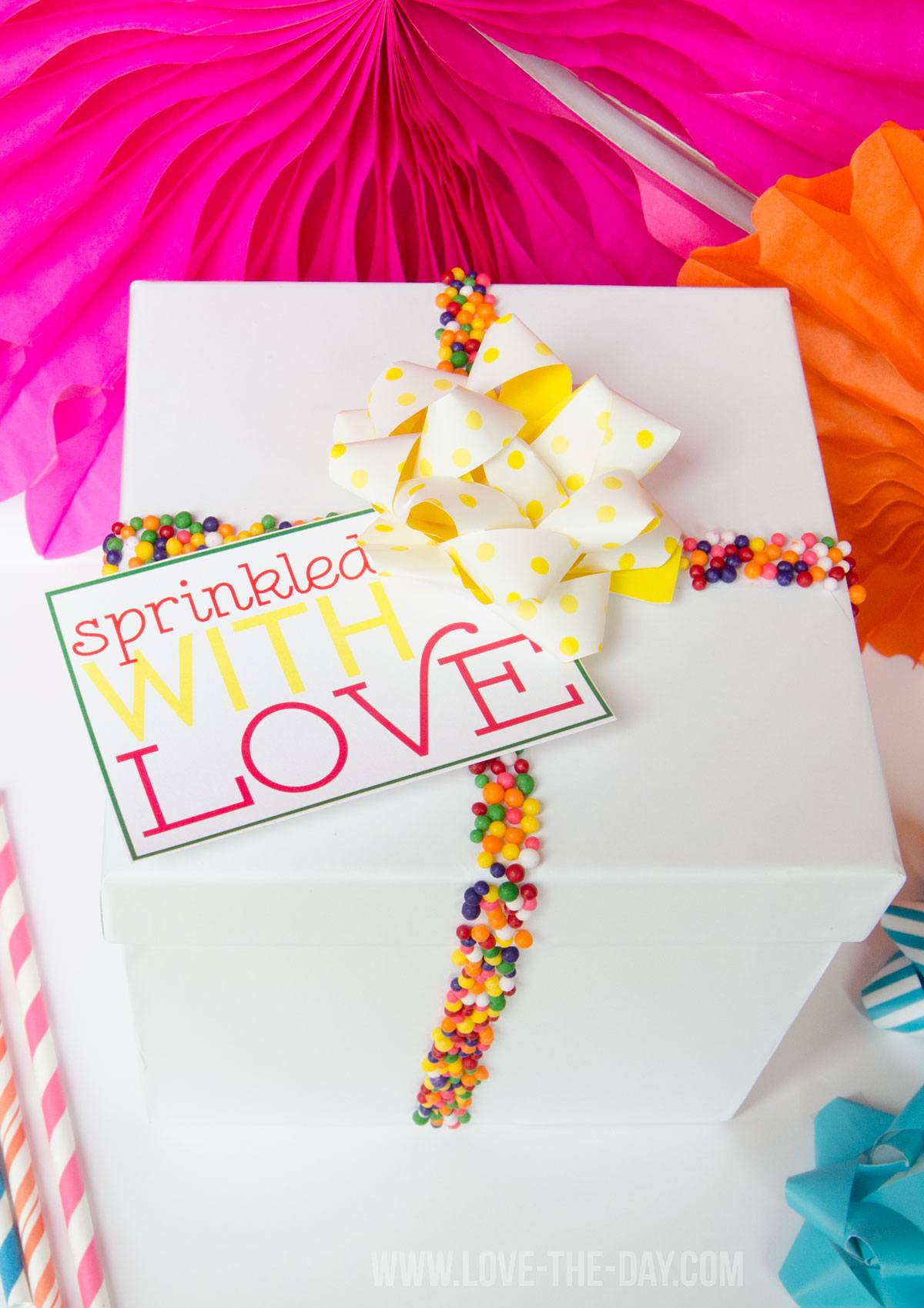 Decorate presents with sprinkles: tutorial & free printable