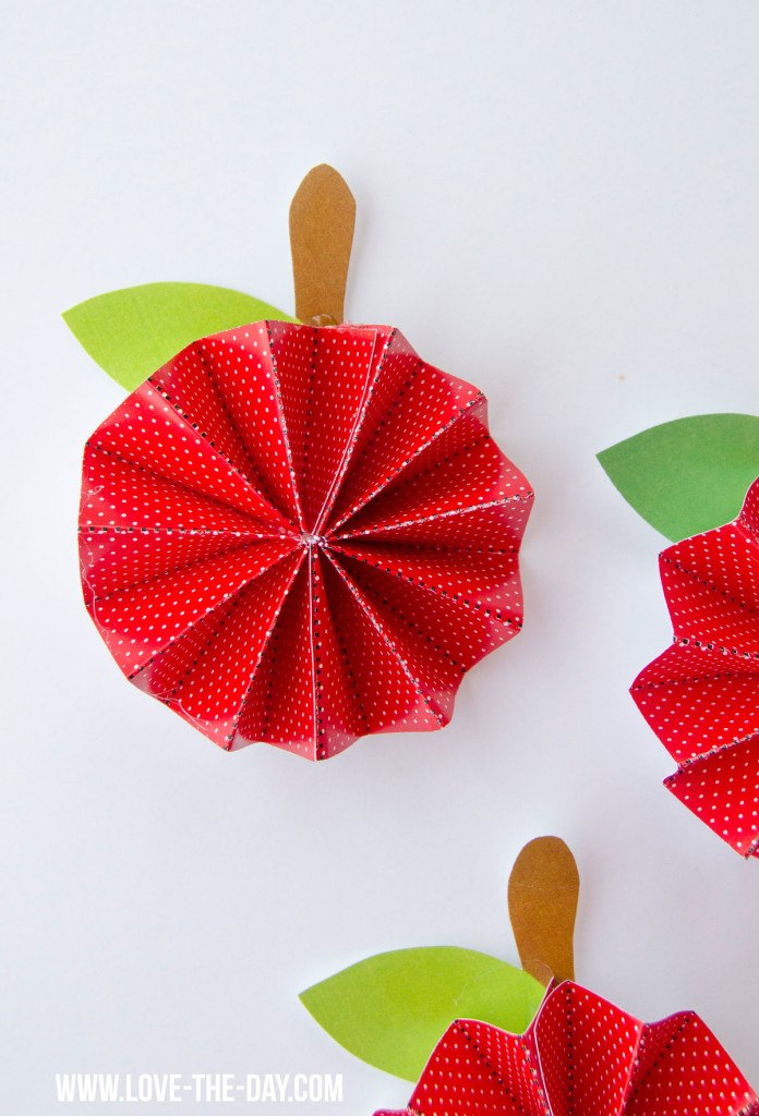 DIY Free Printable Apple Pinwheel Tutorial
