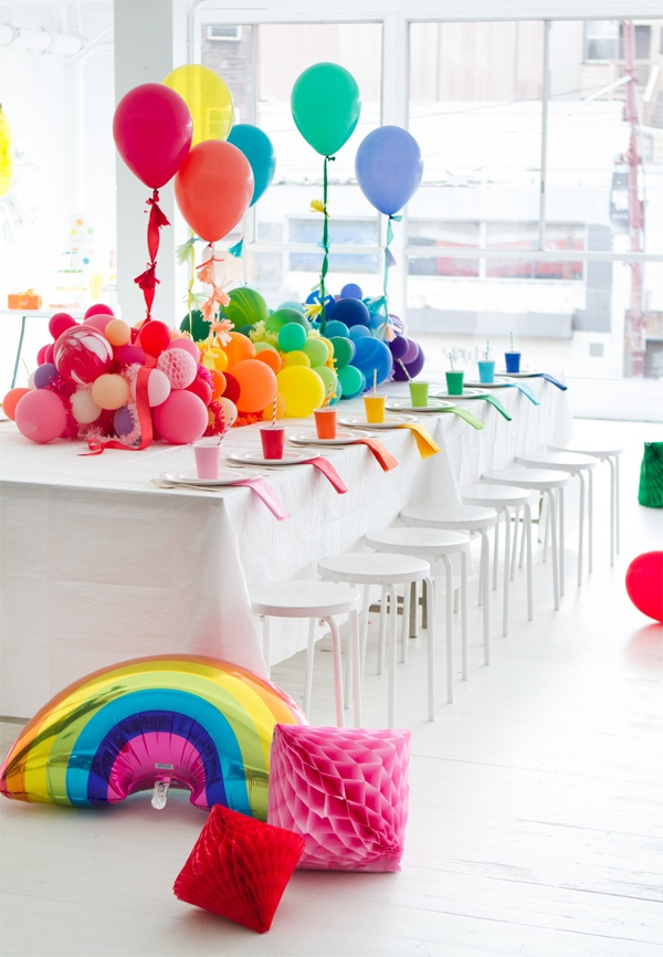 15 Ways to Decorate a Table with Balloons on Love the Day